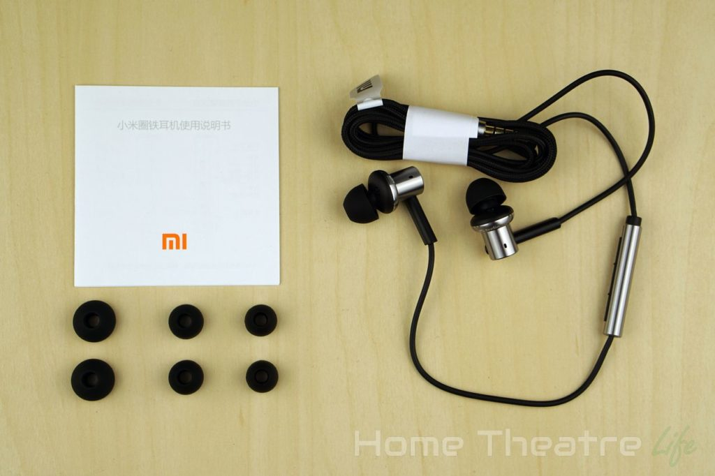 Xiaomi-Hybrid-Earphones-Inside-The-Box